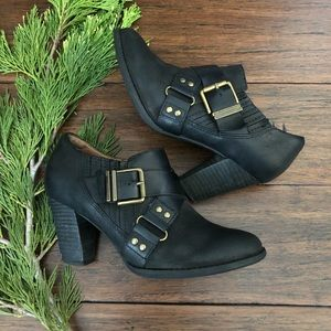 Clarks Heath Woodlark Ankle Booties